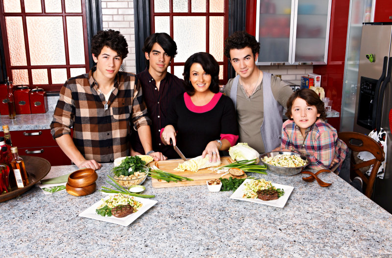 Selena Gomez and Jonas Brothers Cook Their Favorite Meals for 2009 Mother's Day