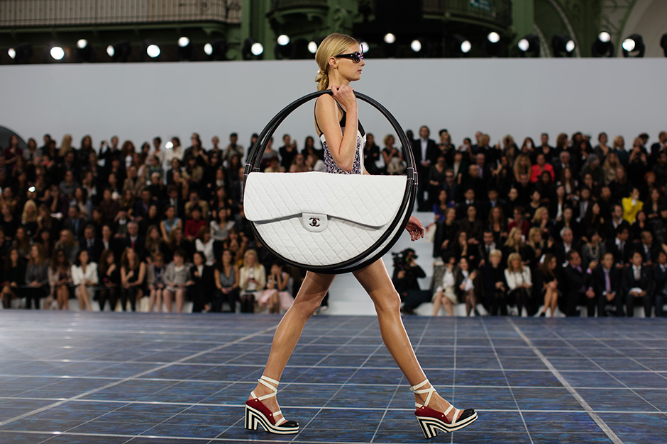 http://www.sevelina.com/wp-content/uploads/2012/10/Hula-Hoop-Bag-from-Chanel.jpg