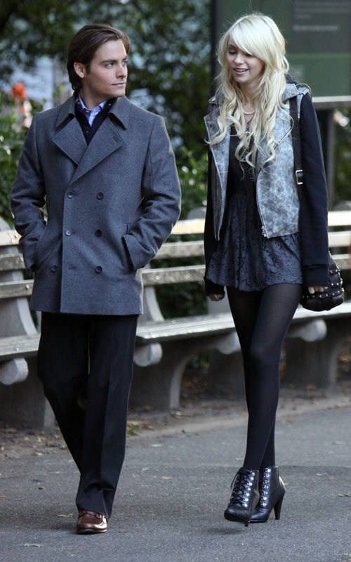 Taylor Momsen on Gossip Girl Set