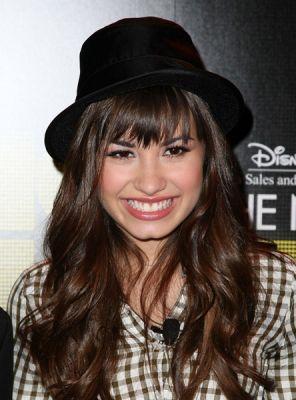 http://www.sevelina.com/wp-content/uploads/image/demi-lovato-in-black-hat.jpg